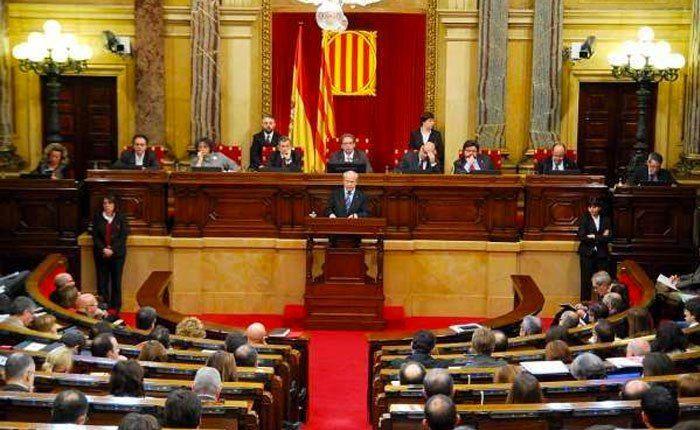 Portadas de periódicos: La rueda de prensa de Rajoy  y Cataluña en todas las portadas