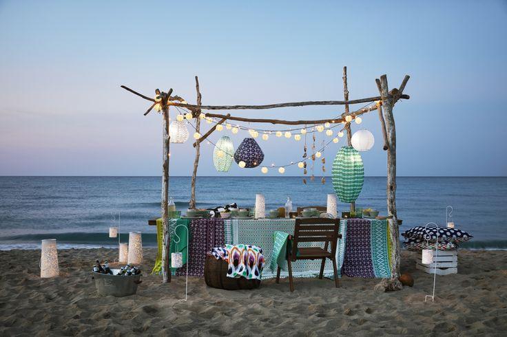 FALHOLMEN tafel + vier leunstoelen   IKEA IKEAnederland IKEAnl buiten outdoor strand beach fleurig kleuren tuin tuinset verlichting led-verlichting led tafel stoelen SOMMAR 2017 collectie SOLVINDEN collectie