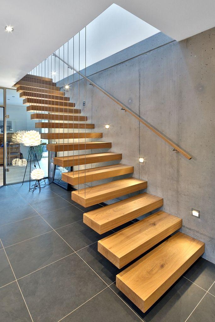 moderne gerade treppe wohn design. Black Bedroom Furniture Sets. Home Design Ideas