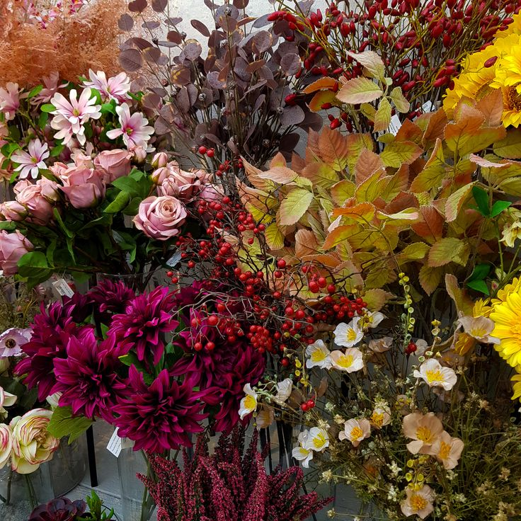 Kra Ftige Herbstfarben In Unserem Seidenblumen Sortiment Dÿ Dÿ Blumen Blumenstrauaÿ Rose Florist Floristik Flo In 2020 Blumen Seidenblumen Gartencenter
