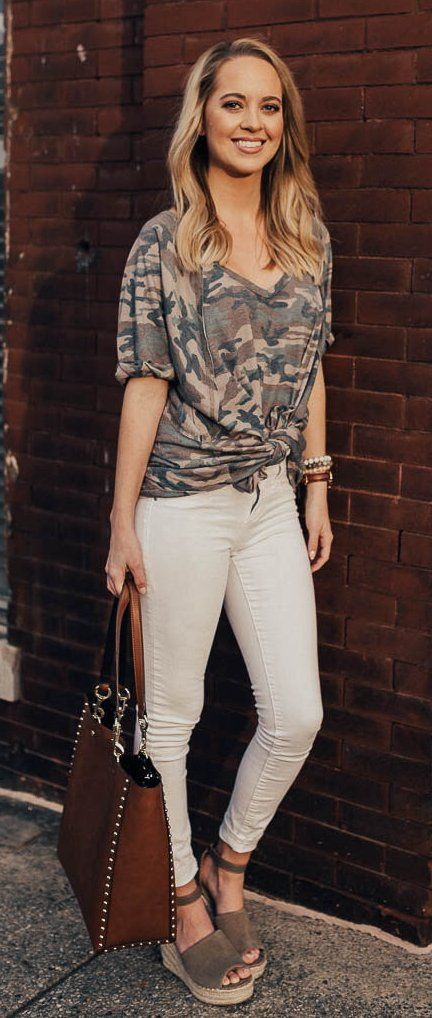 #spring #outfits Army Print Tee & White Skinny Jeans