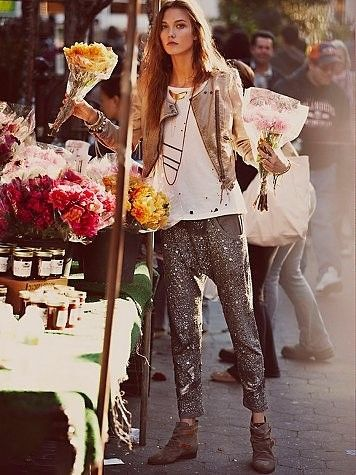 sequins pants,leather jacket, hippie chic style