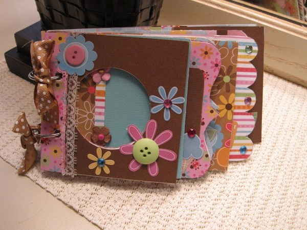 Scrapbooking craft-ideas: Scrapbook Ideas, Minis Books, Toilets Paper Rolls Scrapbook, Minis Album, Scrapbook Crafts Ideas, Awesome Scrapbook, Minis Scrapbook, Scrapbook Minis, Scrapbook Craftidea