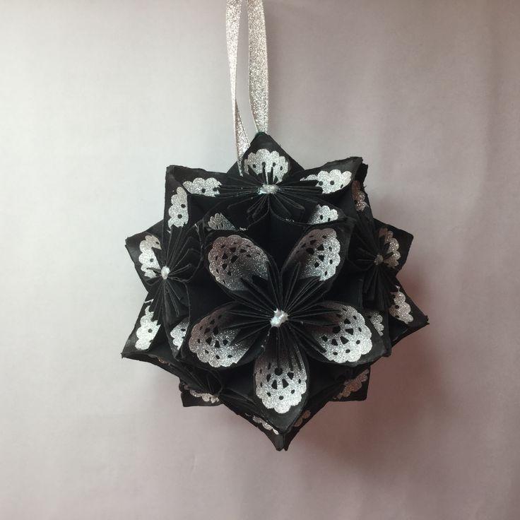 KO12 Black / glitter inner petal ...11 cm sq.