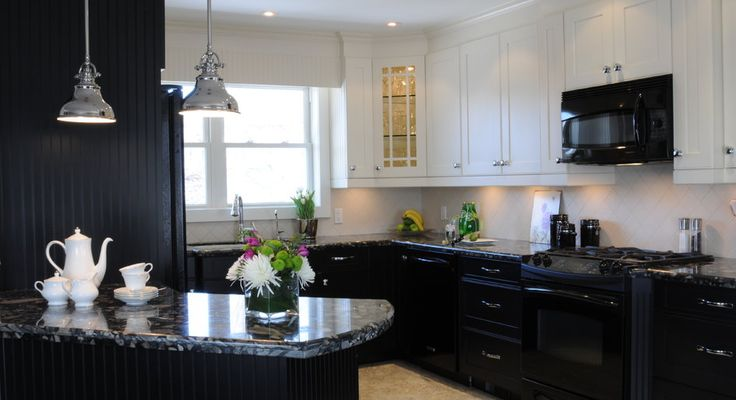 Black and Cream, two toned kitchen in Oakville bungalow renovation. granite countertops. Find me on Houzz http://www.houzz.com/pro/carolinemckaydesign/caroline-mckay-design or my website www.carolinemckaydesign.com #oakville #interiordesign, #twotonedkitchen,#blackkitchen