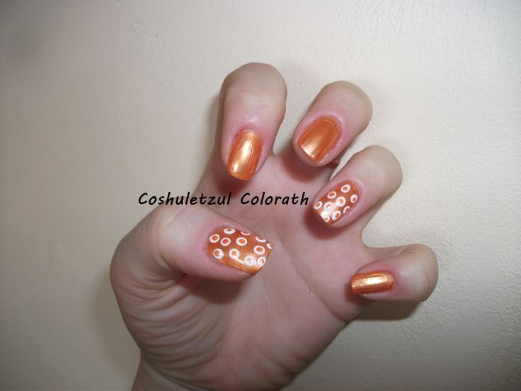 orange nails, dots