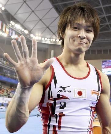 2014年10月、体操の世界選手権男子個人総合決勝で5連覇を達成し、笑顔の内村航平=中国・南寧(共同)