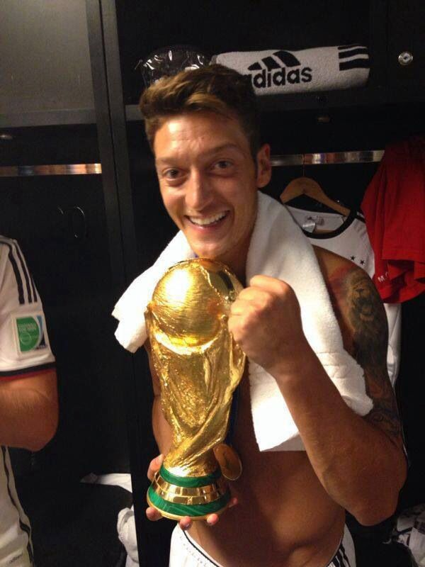 He deserved it and so did Germany! Although I'm not a Germany fan I support the great players they have! They don't just have one good player but a whole team!