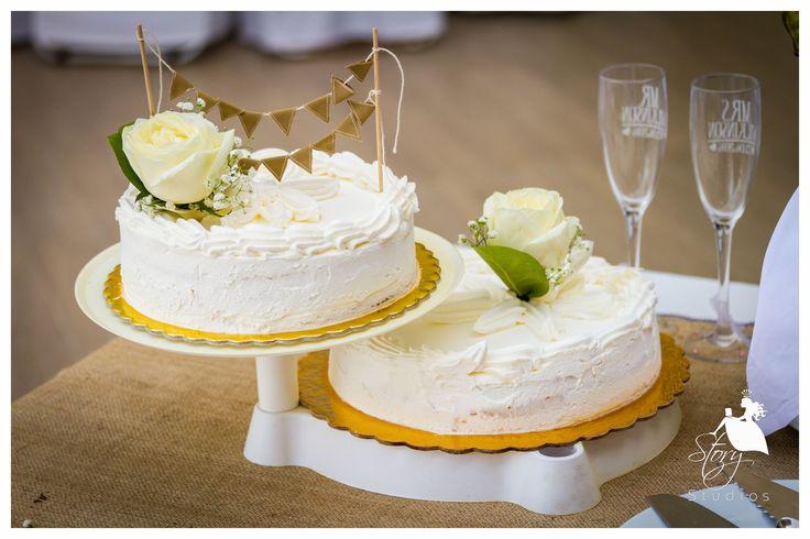 Beautiful vintage wedding cake!
