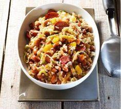 Bruine Bonenschotel met rookworst, prei, ketjap/ketchup/sambal en rijst Rookworst recept | Smulweb.nl