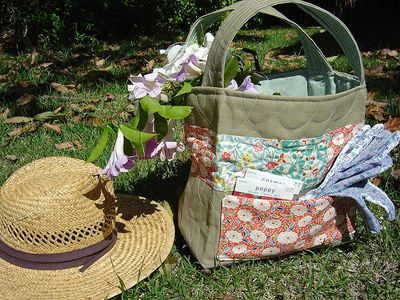 Quilted Garden Tote with step by step pics. (Click, then click the Quilted Garden Tote Tutorial pdf download to the right of the pic.)