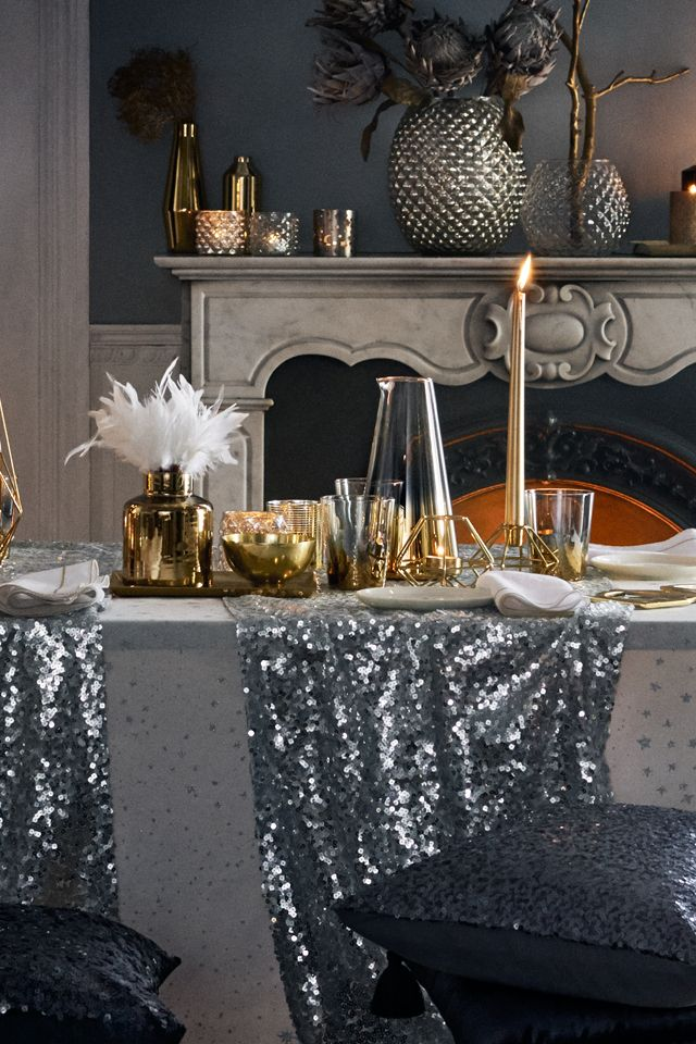 Create The Perfect Party Setting With Sparkly Celestial Decorations So Awesome You Ll Want H M Homeparty Thingshome Decor