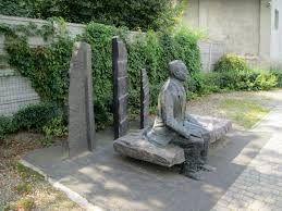 Śrem - Pomnik-ławeczka Heliodora Ś