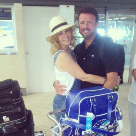 Con my love en el aeropuerto.