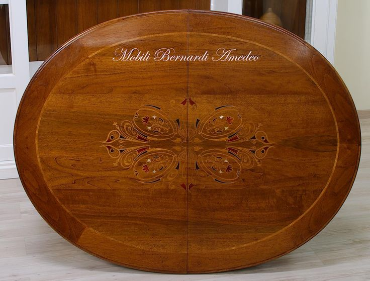 Oval extension table with central inlay, walnut. Tavolo ovale intarsiato in noce nazionale 150x115 cm.