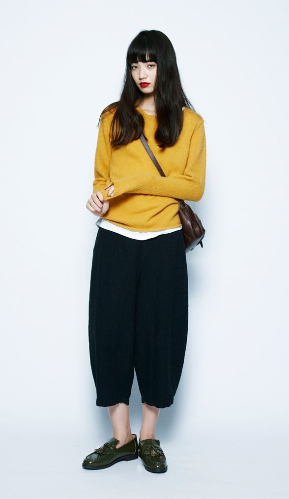 Mustard color items are must haves for the fall season. This style was achieved by matching the outfit with elegant accessories.Michelle Baby Alpaca Pullover¥6,900+tax / No413136American Cotton Tank T...