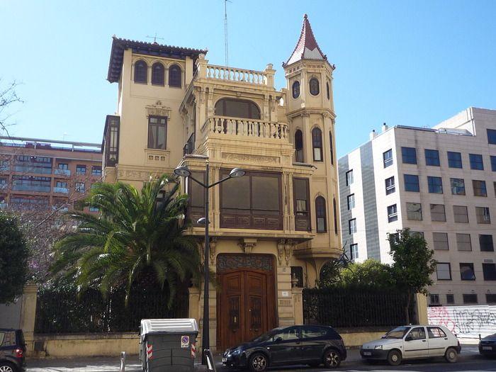 """""""Casa del médico"""", avenida del Puerto, Valencia."""