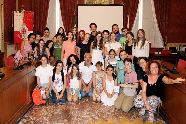 Come ogni anno i ragazzi dell'associazione Strategies Europeennes di Parigi di Lucienne e Franco Biondi, in collaborazione con la cooperativa Idrea di Cupra Marittima di Andrea Mora, sono tornati in Italia per trascorrere una vacanza di studio della durata di due settimane all'insegna della storia e