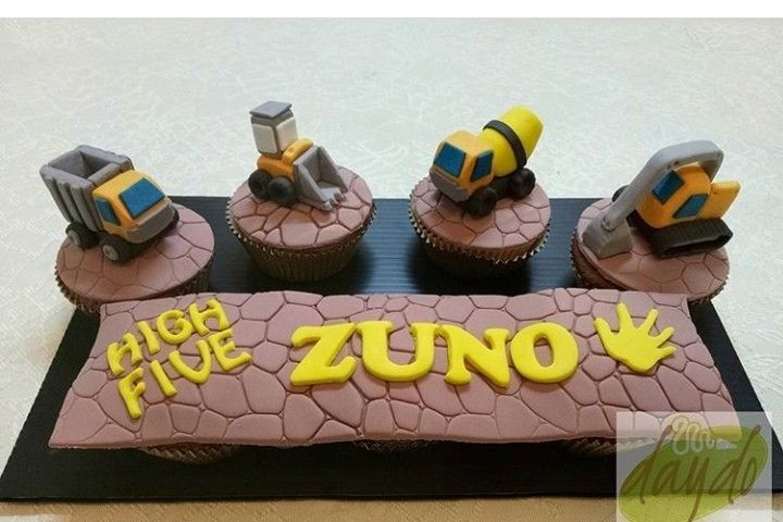 Pin By La Maison Du Cake On Construction Cakes Construction Cake Cake Desserts