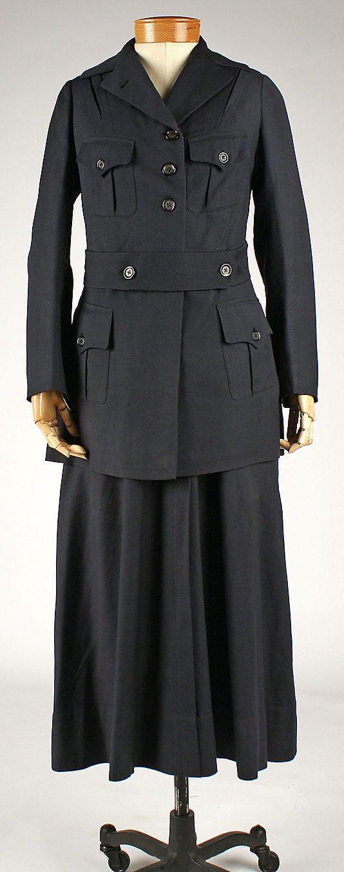 1914-1918 Women's uniform.