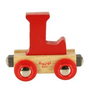 Houten lettertrein. Het gehele alfabet in de vorm van letterwagonnetjes! De BigJigs lettertrein bestaat uit rode, gele, blauwe, groene, paarse en oranje wagentjes en is te combineren met een locomotief en/of eindwagon. Een leuke decoratie van de kinderkamer of een origineel cadeau voor kinderen vanaf 3 jaar om mee te spelen.  Aangezien iedere letter in het rood, geel, blauw, groen, paars en oranje beschikbaar is, kan de kleur van uw bestelde lettertrein afwijken van de getoonde afbeelding…