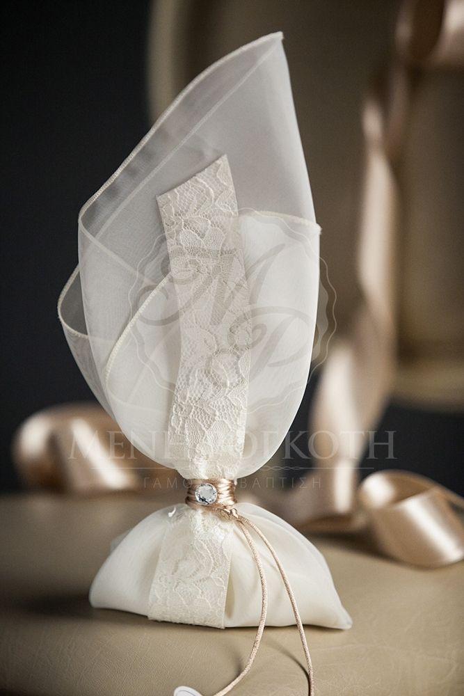 Μένη Ρογκότη - Μπομπονιέρα γάμου μαντήλι με δαντέλα και strass