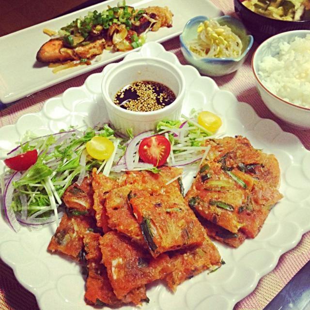 チヂミいい色に焼けた♡ - 21件のもぐもぐ - ニラキムチヂミ、韓国風★鮭のちゃんちゃん焼き、もやしナムル、わかめたまごスープ by Maricoskitchen
