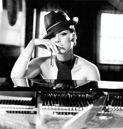 Soul and R&B singer/songwriter/producer Alicia Keys