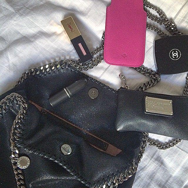 Essentials#stellamccartney#falabella#mulberry#chanel#ysl#mac#hue#makeup#marcbymarcjacobs#marcjacobs#materialismepåethøjereniveau