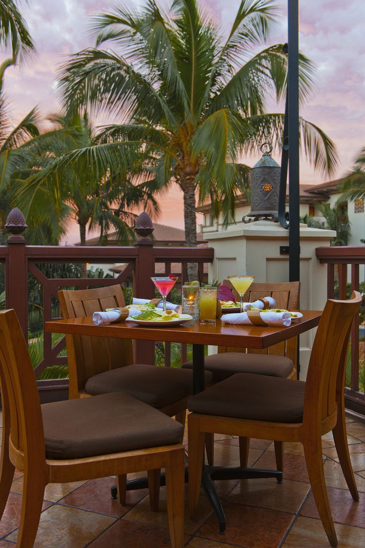Our favorite time of day ... happy hour at Tommy Bahama's Wailea restaurant and bar!