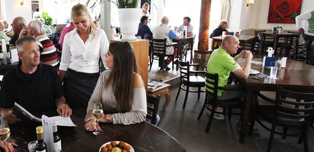 Restaurant Golfbaan Spaarnwoude: leuke sfeer, lekker eten, Combinatie mogelijk met golfen of heerlijk wandelen door het prachtige natuurgebied.