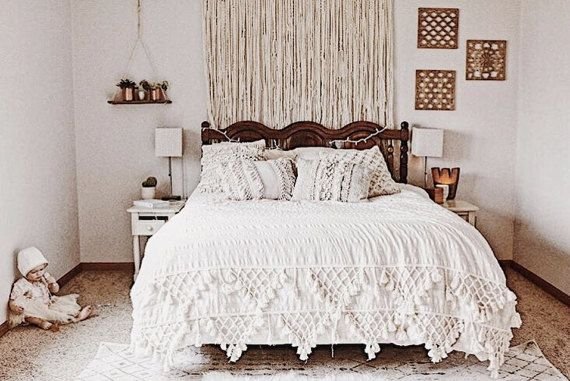 Bedroom Decorating Ideas What To Hang Over The Bed: 1000+ Ideas About Above Bed Decor On Pinterest