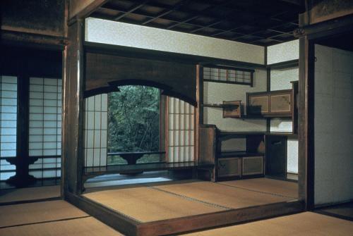 """Dreimal vollkommen: Die kaiserliche Katsura-Villa im japanischen Kyoto, die im 17. Jahrhundert entstand, wurde über die Jahre zweimal erweitert - aus einem Landhaus wurde ein herrschaftliches Bauensemble.    Die Metabolisten faszinierte, dass der Bau zweimal vergrößert wurde und, so der Architekt Kisho Kurokawa, """"in jeder Phase sagten die Menschen, er sei von vollkommener Schönheit""""."""