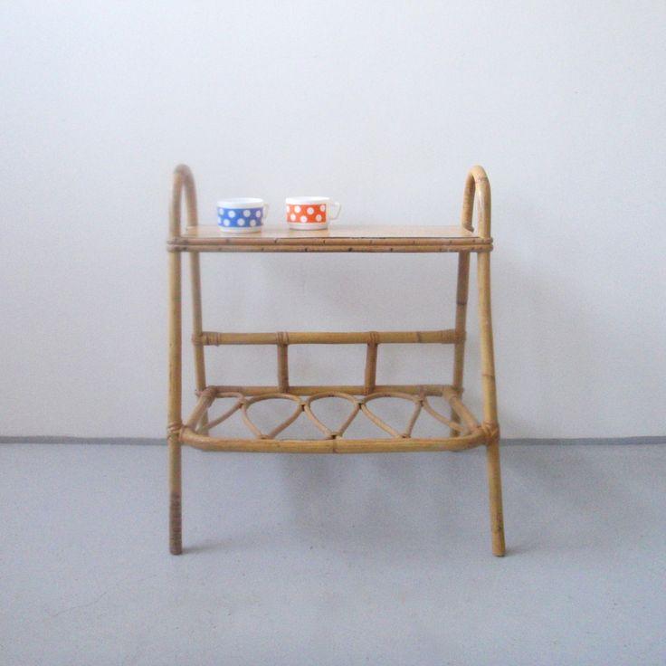 porte revues 39 boucles 39 en rotin et canne de bambou. Black Bedroom Furniture Sets. Home Design Ideas