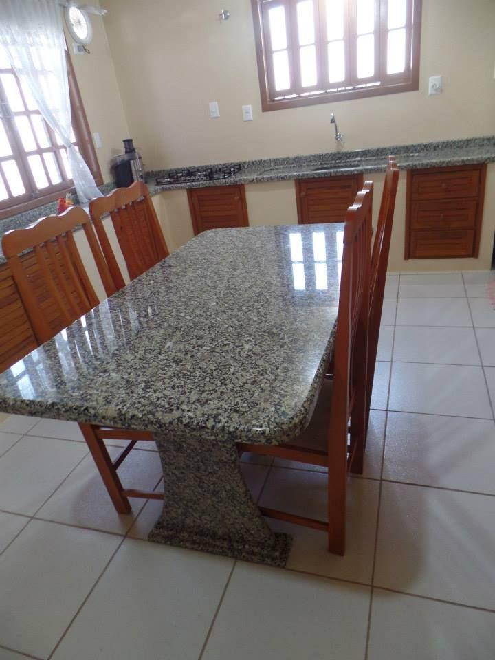Mesa e Bancada de Cozinha em Granito Prata Gaúcho