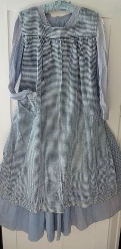 Want an apron like this. Its very anne of green gables