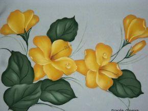 Pano de prato decorativo  com pintura de flores e delicadas gotinhas d'agua;  Acabamento em crochê com  linha fina de 8 cm., podendo variar de acordo com o seu pedido.