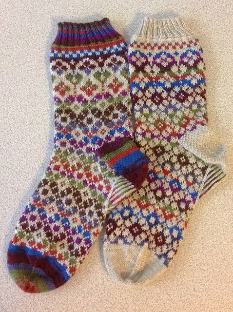Ravelry: Project Gallery for Garland Socks pattern by Lesley Melliship - Free knitting pattern