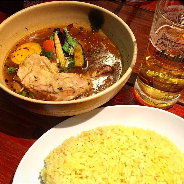 """""""骨付きチキンのスープカレー(๑´ڡ`๑) パクチートッピングし忘れた〜!! けど、美味しかった❤️ #イエロースパイス #スープカレー #カレー #チキン #ビール #銀座 #札幌 #yellowspice #soupcurry #curry #chicken #beer #food #EEEEEATS…"""""""