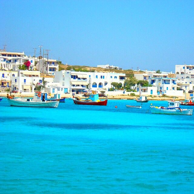 Magical colors of the sea and the white & blue houses behind , at Koufonisia island (Κουφονήσια) ☀️.