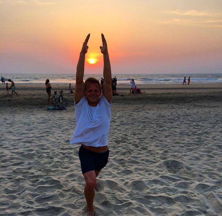 Både mænd og kvinder deltager på Go for Goa yogaretreats