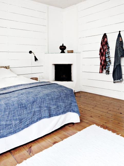 White cheminee in the corner