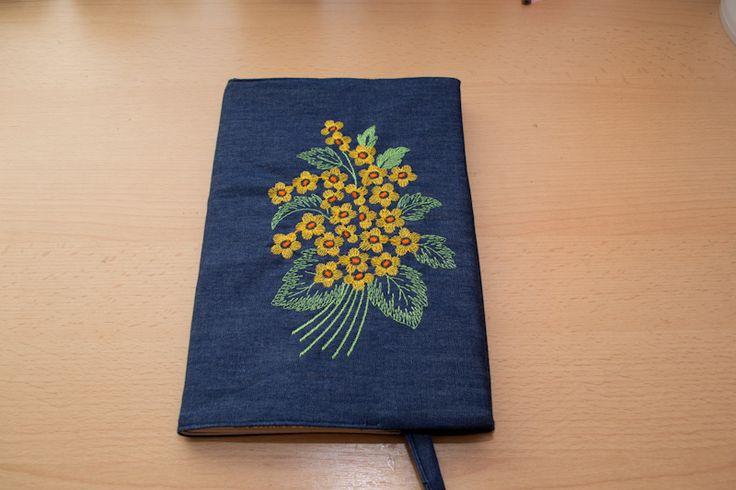 Vyšívaný obal na knihu