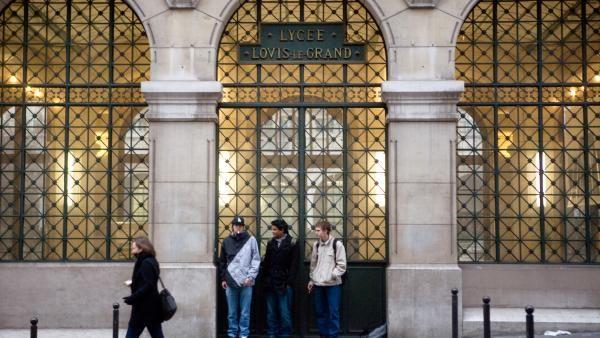 Governo francês usa algoritmo para diminuir desigualdade social nas escolas