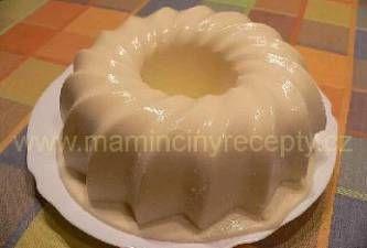 Nepečená bábovka      2 smetany ke šlehání     1 ananasový kompot (nebo *300-400 g čerstvé jahody, maliny nebo broskve*)     2 PL (rovné) želatiny v prášku     2 PL moučkového cukru.