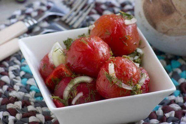 ЗАКУСОЧНЫЕ ПОМИДОРКИ<br>Отличная закуска из свежих домашних помидорчиков!<br><br>Вам потребуется:<br><br>Помидоры 1 кг<br>Перец болгарский (красный) 1 шт<br>Лук репчатый 180 г<br>Укроп свежий 1 пучок<br>Чеснок 0.5 шт<br>Вода 1 л<br>Соль 50 г<br>Сахар 120 г<br>Уксус 9% 100 г<br><br>Как готовить:..