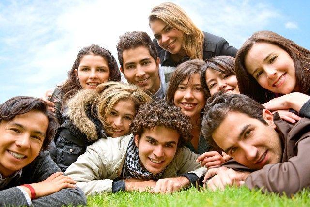 Dieci è il numero minimo di amici che dobbiamo avere per essere felici. Lo rivela uno studio pubblicato dalla rivista di ricerca medica Medical News Today. Gli esperti hanno analizzato le relazioni…