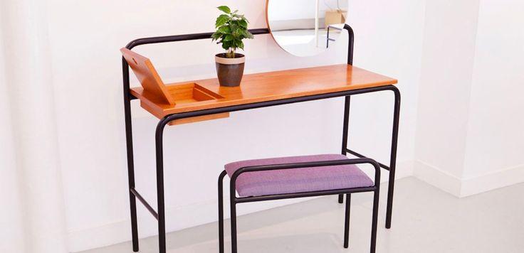 Con Jules Bouchier-Vegis, Ateliers J&J e il suo fondatore Jean Angelats hanno sviluppato il concept di Paris progettando uno scaffale su misura e una scrivania sospesa in acciaio e legno.