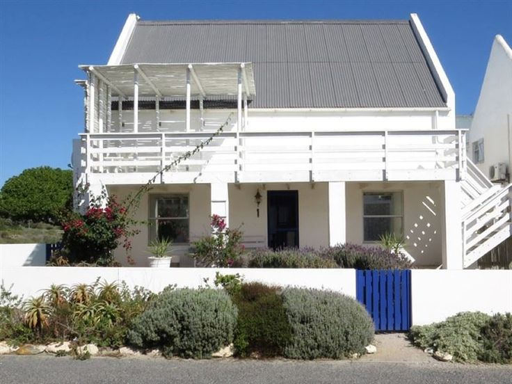 Casa Marikka - Beautiful family home with two bedrooms and an open loft with two daybeds for kiddies.  There is a huge open-plan living area and braai room with inside braai that opens up to a sheltered courtyard.  There ... #weekendgetaways #paternoster #westcoast #southafrica