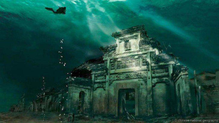 La cité des Lions engloutie en Chine Elle fut noyée volontairement en 1959 dans le lac Qiandao (qui veut dire les 1 000 îles) et devait permettre la construction d'un barrage hydraulique de la rivière Xin'an. La cité des lions est toujours intacte et très bien préservée et se situe à une profondeur de 26 à 40 mètres.